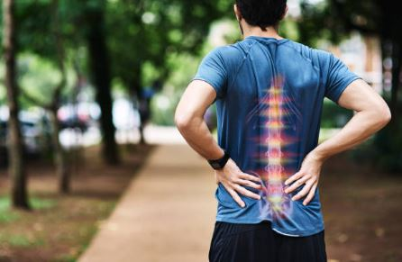Runner with lower back pain who needs spinal decompression